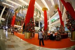 De verkoop van het Kerstmisnieuwjaar in een grote wandelgalerij Stock Fotografie