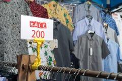 De verkoop van kleren Stock Fotografie