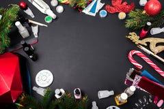 De verkoop van de toebehorenkerstmis van de spijkerkunst Manicureproducten het winkelen Gelpoetsmiddel, uvlamp, vlekkenmiddel, be royalty-vrije stock fotografie