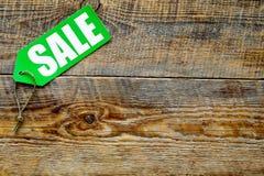De verkoop van de winter Word verkoop op groen etiket op houten hoogste mening als achtergrond copyspace Stock Foto