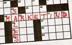 De verkoop van Woorden en Marketing op Kruiswoordraadsel royalty-vrije stock foto's