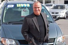 De verkoopmens van de auto Stock Foto's