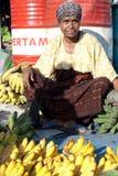 De verkoper van de banaan bij de markt Royalty-vrije Stock Fotografie
