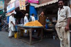 De verkoper van het kant van de wegvoedsel in Lahore, Pakistan Royalty-vrije Stock Foto's