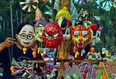 De Verkoper van het straatmasker bij Kovalam-Strand stock afbeeldingen
