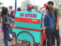De Verkoper van het straatvoedsel in Djakarta royalty-vrije stock fotografie