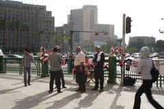 De verkopers bij tahrir regelen in Kaïro, Egypte Stock Afbeeldingen