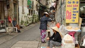 De verkopers van het straatvoedsel in Hanoi Vietnam Stock Afbeelding