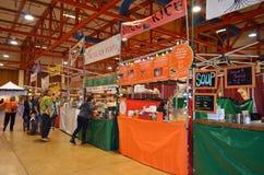 De Verkopers van het Voedsel van de Markt van de vakantie Stock Fotografie