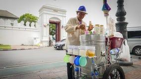 De verkopers van Thailand verkopen lokaal roomijs op de zijweg in Bangkok, Thailand Royalty-vrije Stock Afbeelding