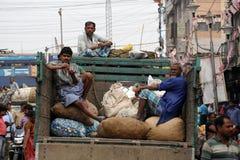 De verkopers wachten op klanten in Kolkata, India Stock Afbeelding