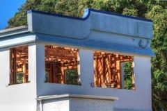 De verlaten bouw die, tonend houtbinnenland worden vernietigd stock afbeeldingen