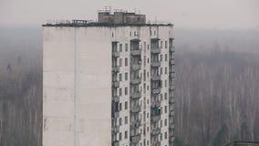 De verlaten bouw van het flatblok in Tchernobyl, Pripyat, de Oekraïne stock video