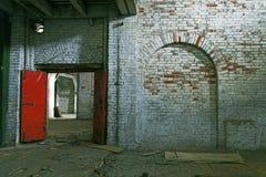 De verlaten Bouw van het Pakhuis Stock Afbeeldingen