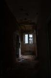 De verlaten gang bij het verlaten kasteel Stock Afbeeldingen