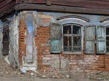 De verlaten oude bouw Royalty-vrije Stock Afbeeldingen