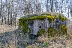 De verlaten sovjetwereldoorlog ii van het legervestingwerk dichtbij Liepaja, Letland stock afbeeldingen