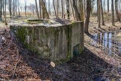 De verlaten sovjetwereldoorlog ii van het legervestingwerk dichtbij Liepaja, Letland royalty-vrije stock fotografie