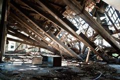 De verlaten vuile vernietigde bouw, één van hotels in Kupari-Com stock foto's