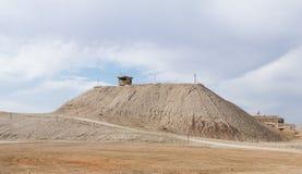 De verlaten watchtower legertoren dichtbij de Doopplaats van Jesus Christ - Qasr Gr Yahud in Israël Stock Foto