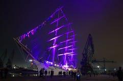 De verlichte haven van de schepennacht stock fotografie