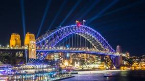 De verlichte lichten op de havenbrug van Sydney in Levendig Sydney is een jaarlijks die festival van licht, muziek en ideeën, in  royalty-vrije stock foto
