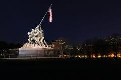 De verlichte Mariene Oorlog Herdenkingsgelijkstroom van Iwo Jima de V.S. stock afbeeldingen