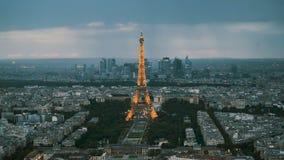 De verlichte Toren van Eiffel stock footage