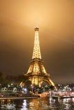 De verlichte Toren van Eiffel Stock Foto's