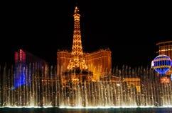 De verlichting van de nacht & waterzeug in Vegas royalty-vrije stock fotografie