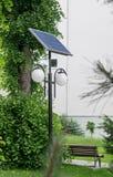 De verlichting van de zonnepaneelstraat Stock Afbeeldingen