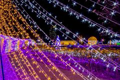 De Verlichtingsfestival 2017 van Thailand over Ratchadapisek Soi 8, Bangkok, Thailand op December21,2017: Licht op Kerstboom en l Royalty-vrije Stock Foto