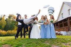 De verliezer laat vallen de huwelijkscake Stock Fotografie