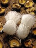 De vermicelli van de rijst met paddestoelen Stock Fotografie