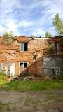 De vernietigde baksteenbouw DONETSK, DE OEKRAÏNE Royalty-vrije Stock Foto