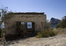De vernietigde bouw in de bergen Royalty-vrije Stock Fotografie