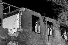 De vernietigde bouw Ochtend na het schillen Royalty-vrije Stock Foto's