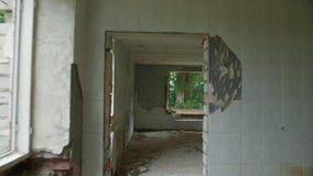 De vernietigde en verlaten bouw, standpunt stock video