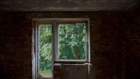 De vernietigde en verlaten bouw, standpunt stock videobeelden