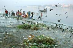 De Verontreiniging van de Rivier van Ganga in Kolkata. Royalty-vrije Stock Fotografie