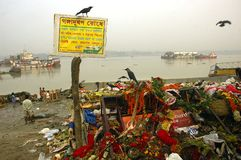 De Verontreiniging van de Rivier van Ganga in Kolkata. Stock Foto