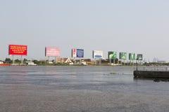 De verontreiniging van de Saigonrivier Stock Afbeeldingen