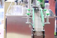De de verpakkingsmachine van het aluminiumdeksel voor plastiek kan stock foto