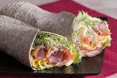 De verpakte broodjes van de tortillasandwich Stock Afbeeldingen