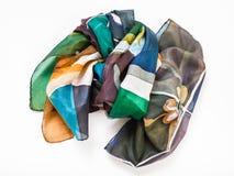 De verpakte hand geschilderde sjaal van de batikzijde op wit Stock Afbeeldingen