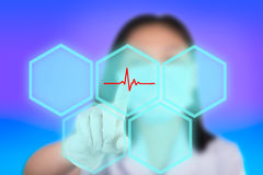 De verpleegster die cardioknopen drukken toont technologie van medisch vector illustratie