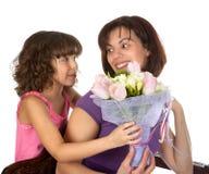 De verrassing van de bloem voor moeder Stock Foto's