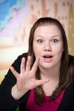 De verraste jonge schoonheid reageert met humeur Stock Foto