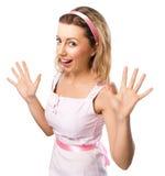 De verraste vrouw werpt op haar geopende handen haar die mond, over wit wordt geïsoleerd Stock Foto