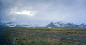 De verre mening van IJsland van de Vatnajokullgletsjer van wegreis Royalty-vrije Stock Afbeelding